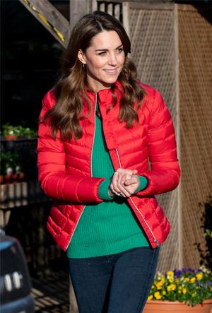 Фото №3 - Как утеплить легкое пальто: 10 уютных курток, как у герцогини Кейт и селебрити