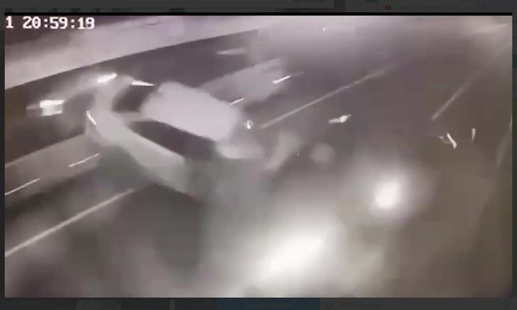Фото №1 - Момент аварии с Ксенией Собчак попал на видео