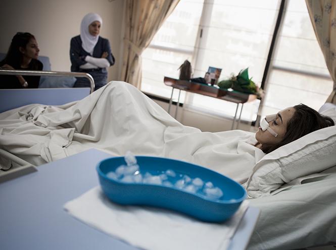 Фото №4 - Культ красоты: почему все девочки-подростки в Ливане делают ринопластику