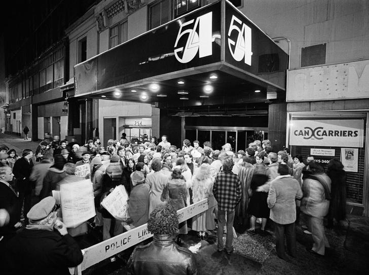 Фото №19 - 5 невероятных историй, которые могли произойти только в «Студии 54»