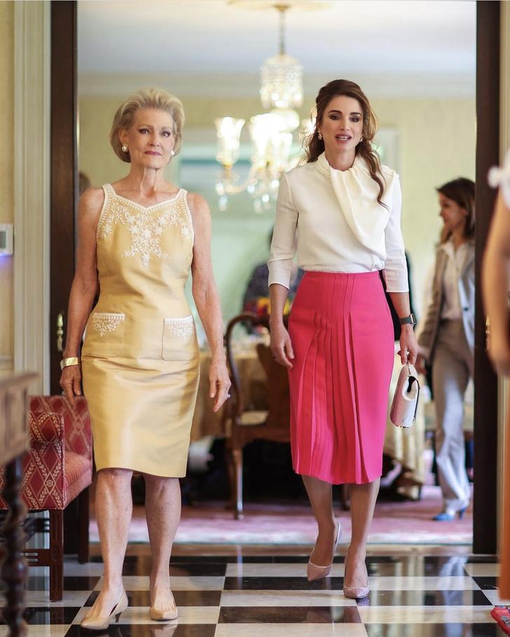 Фото №2 - Сильно красивая: королева Рания сходит с ума по розовому цвету во время своего визита в США