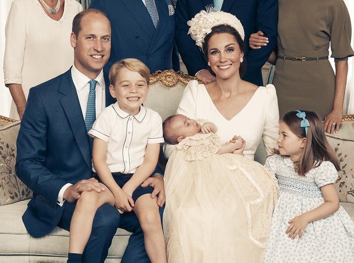 Фото №1 - Кейт Миддлтон и принц Уильям с детьми улетели на каникулы
