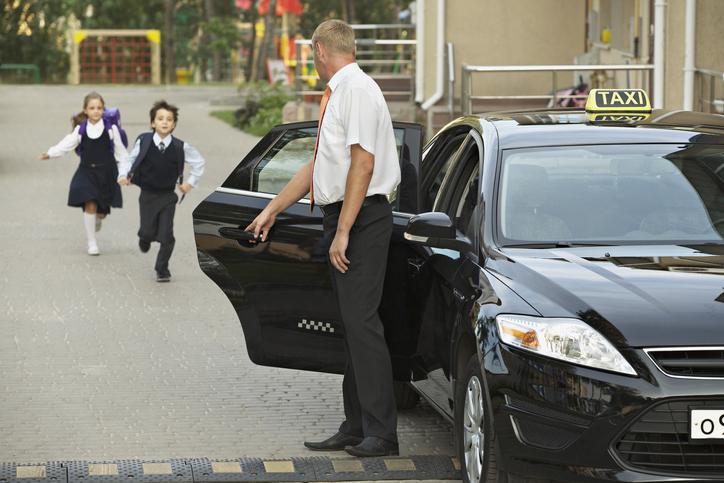 Можно ли отправлять ребенка одного на такси, детская безопасность, детское такси, автоняня, дорога в школу
