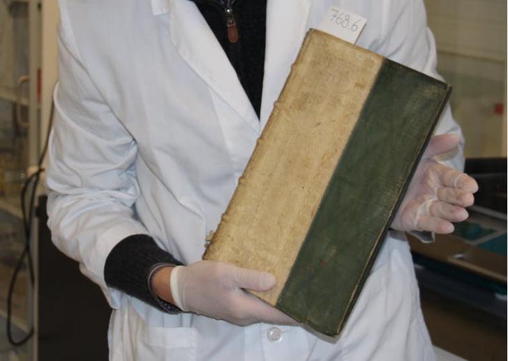 Фото №1 - В Дании в университетской библиотеке обнаружили отравленные книги