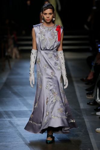 Фото №6 - Мы знаем, кто уже шьет свадебное платье для Меган Маркл (версия 4.0)