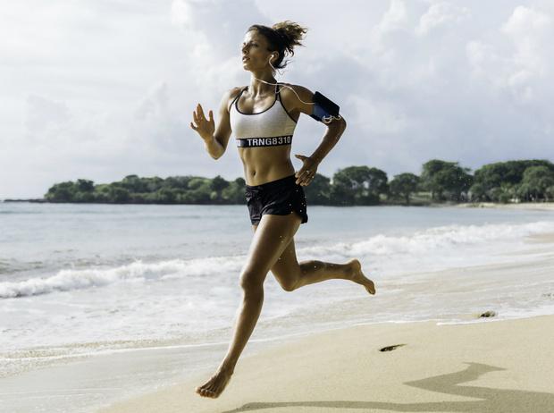 Фото №1 - Солнечная активность: обзор лучших фитнес-упражнений для пляжа