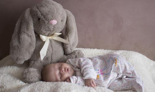 """Фото №1 - """"Не бойтесь разбудить соню"""": Педиатр назвал 10 простых правил для здорового детского сна"""