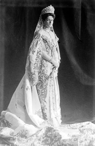 Фото №2 - История свадебного платья Александры Федоровны— последней российской императрицы