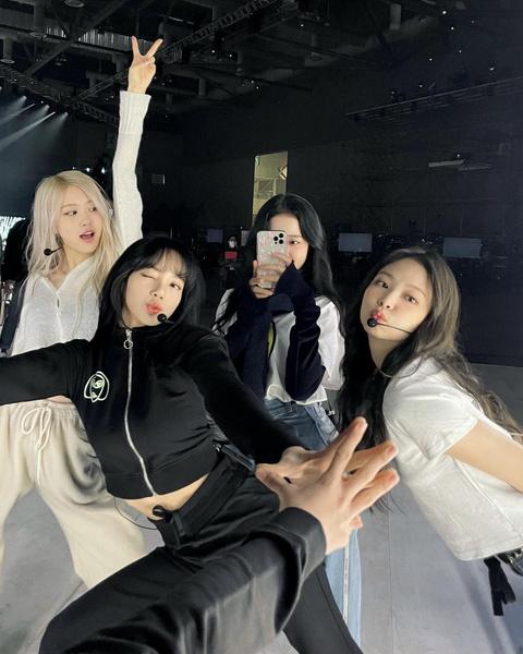 Фото №6 - Как участницы BLACKPINK поддерживают сольный дебют Розэ