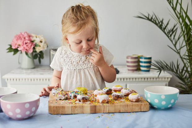 Фото №1 - Нужно ли запрещать ребенку есть сладкое: мнение врача