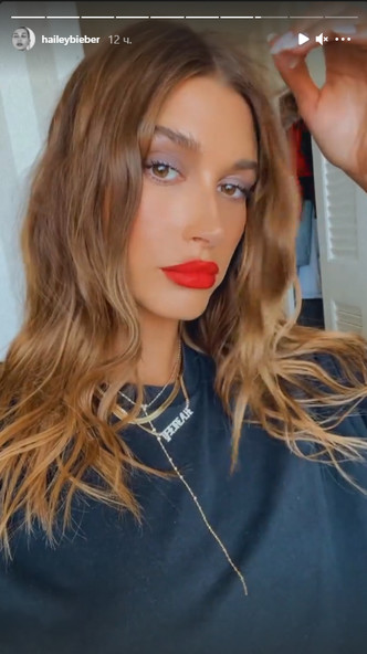 Фото №2 - Трендовый осенний макияж с акцентом на губы: показывает Хейли Бибер