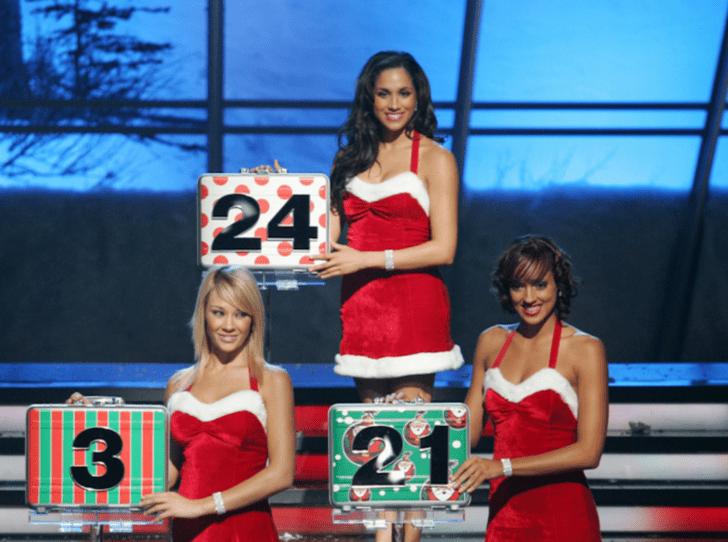 Фото №2 - Битва Санта-Клаусов: кому костюм идет больше – Гарри или Меган?