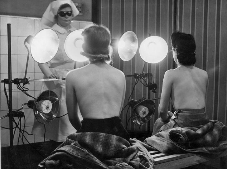 Фото №5 - Самые опасные бьюти-процедуры: каких жертв требовала красота в прошлом