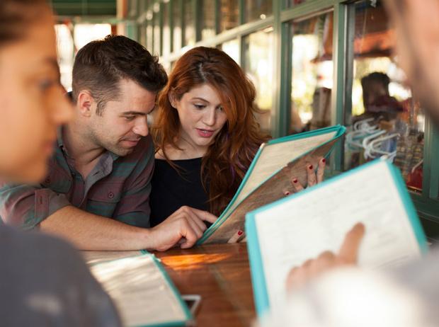 Фото №5 - Уловки в ресторанном меню, из-за которых вы переплачиваете и переедаете (и как на них не попасться)