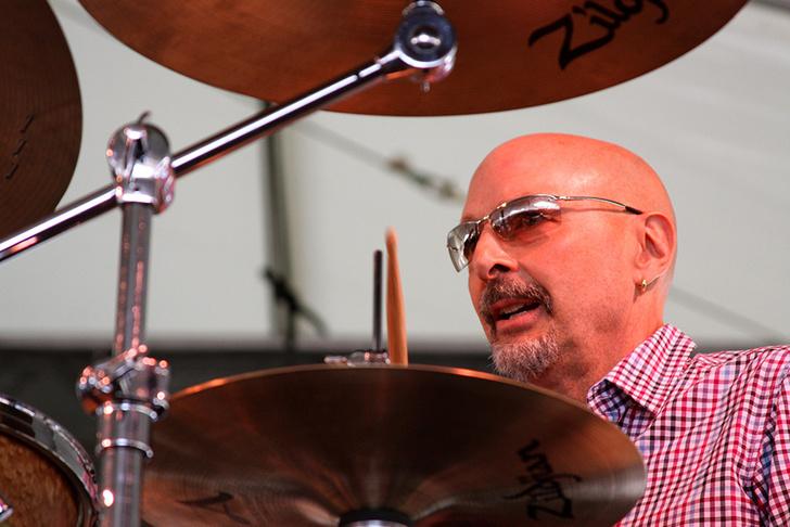 Фото №1 - Американский барабанщик-виртуоз Стив Смит даст концерт в Доме музыки