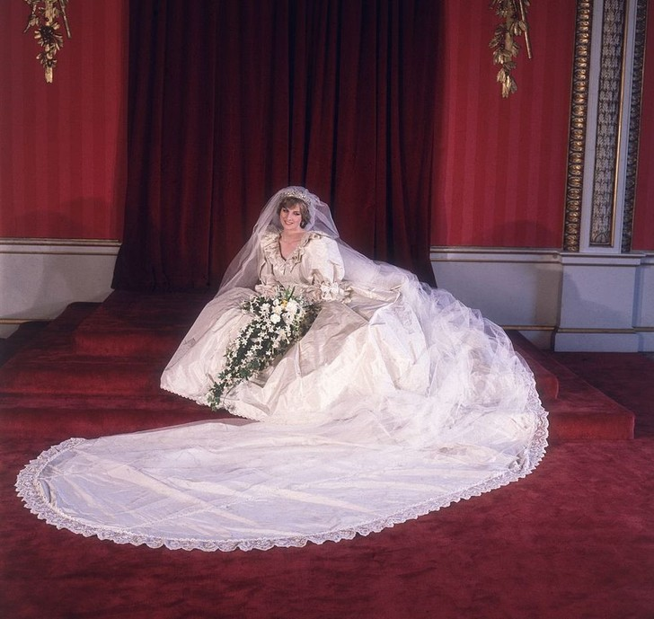 Фото №4 - Свадебное платье принцессы Дианы будет выставлено в Кенсингтонском дворце