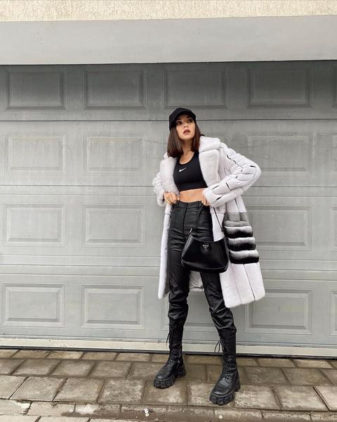 Фото №1 - Как повторить: образ Карины Нигай с модной шубой и кожаными брюками