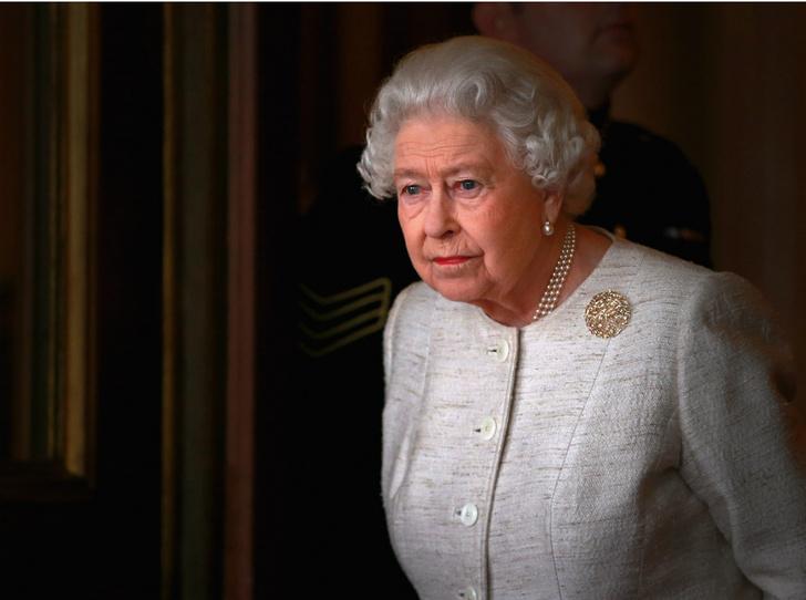Фото №1 - Как Королева отнеслась к откровенному интервью Гарри и Меган