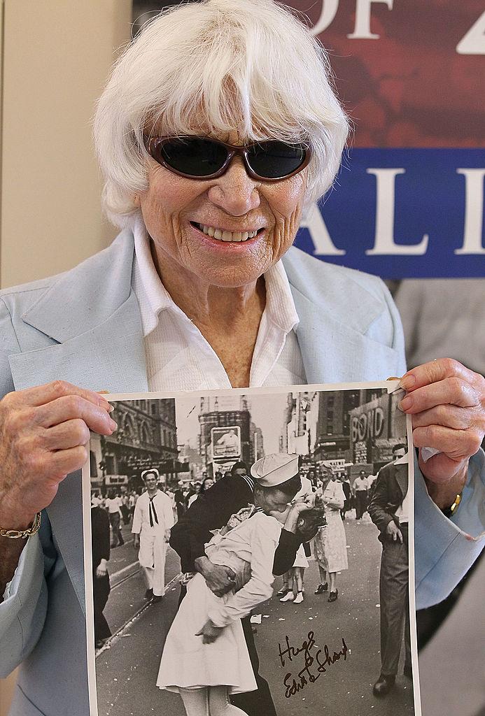Фото №3 - Поцелуй на Таймс-сквер как символ окончания войны: история одного фото