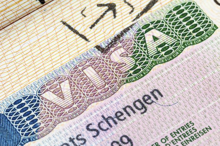 Фото №1 - В России вступили в силу новые правила оформления шенгенских виз