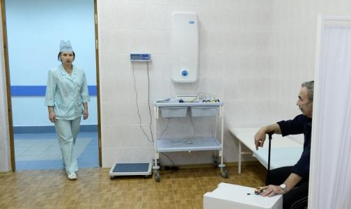 Фото №1 - Недоступность медпомощи беспокоит россиян больше, чем платное образование
