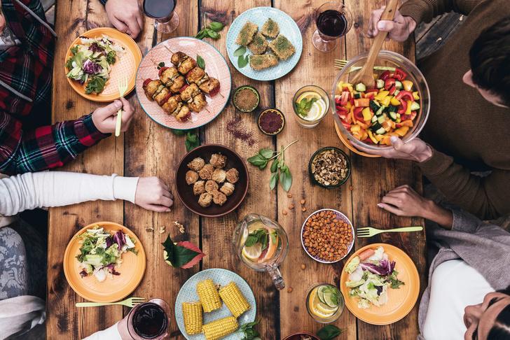 Фото №1 - Аппетит человека зависит от размеров обеденного стола