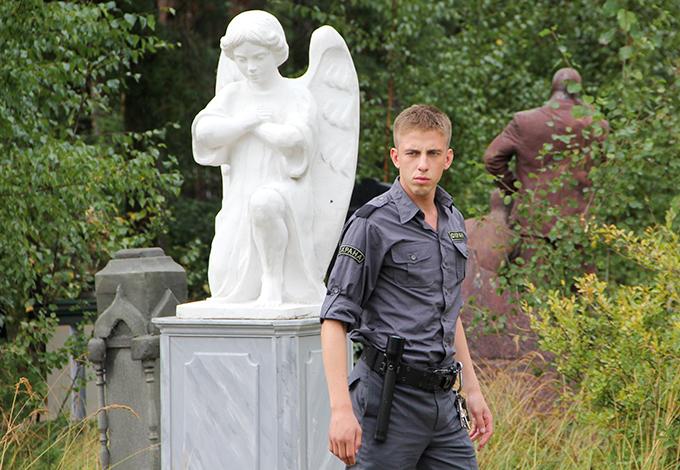 «Парень с нашего кладбища» Антона и Ильи Чижиковых