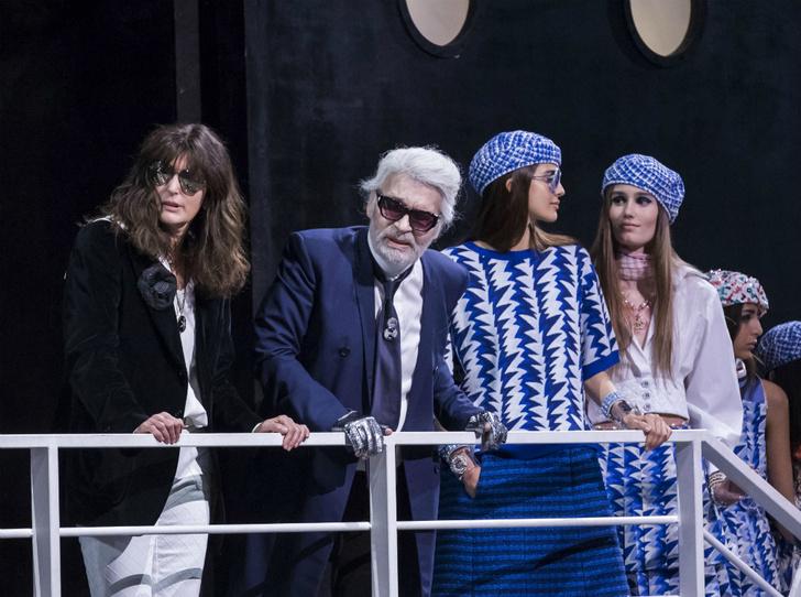 Фото №2 - Кто такая Виржини Виар и почему ей доверили сменить Карла Лагерфельда в Chanel