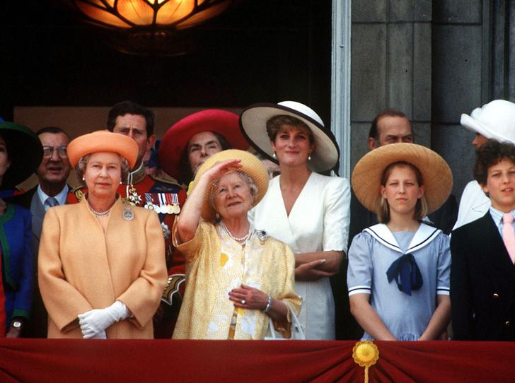Фото №19 - От Дианы до Кейт Миддлтон: самые яркие «балконные» кадры Trooping The Colour