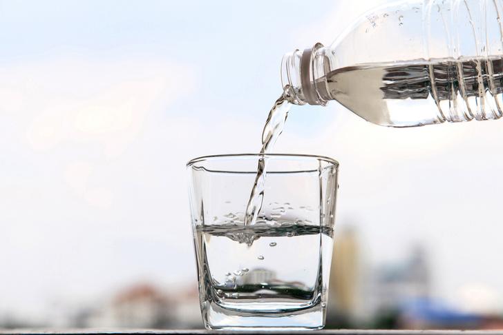 Фото №1 - Почему советуют пить два литра воды в день?